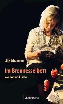 Lilly Schumann: Im Brennesselbett, Buch